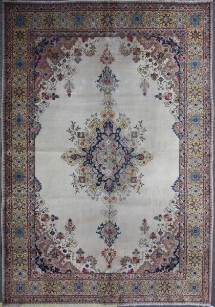 R320 Antique Large Carpet