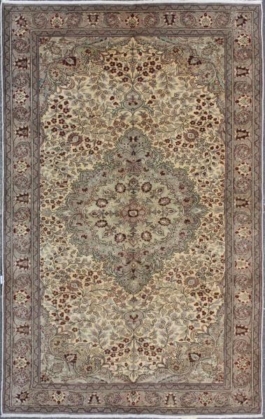 R3726 Anatolian Carpet