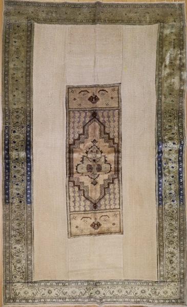 R3146 Antique Carpet Patchwork