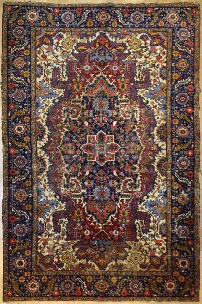 R9218 Antique Persian Heriz Carpet
