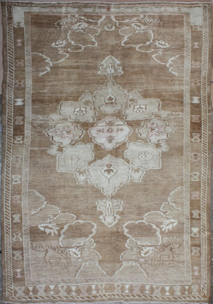 R4137 Antique Persian Heriz Carpet