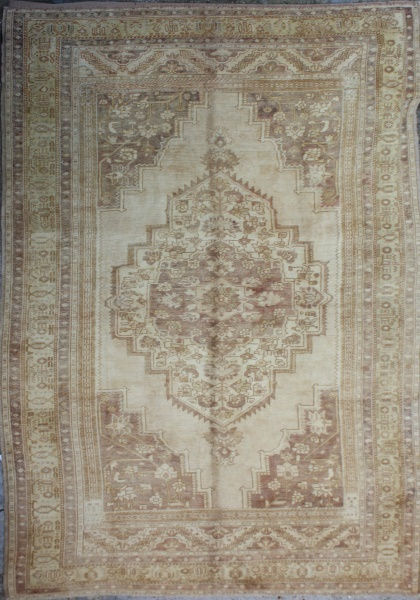R3907 Antique Turkish Ushak Carpet