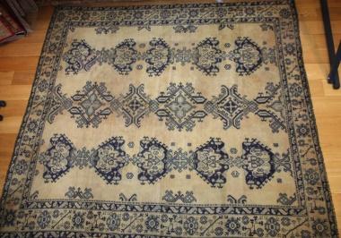 Antique Turkish Ushak Carpet R3371