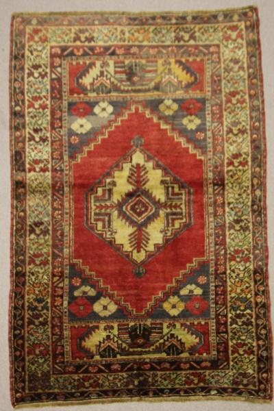 Beautiful Hand Woven Vintage Anatolian Rug R7890
