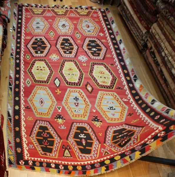 R8125 Beautiful Vintage Kilim Rugs