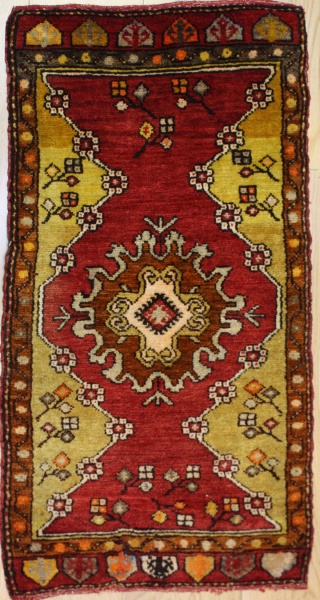 Beautiful Vintage Small Turkish Rugs R7937