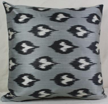 i28 Handmade ikat pillow cover