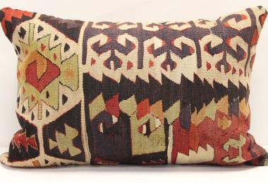 D129 Kilim Pillow Cover