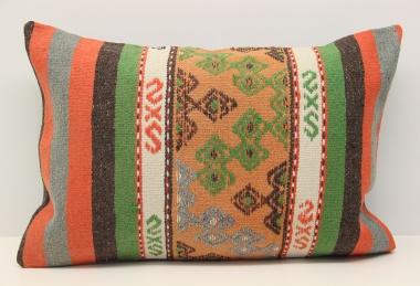 D136 Kilim Pillow Cover