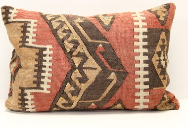 D137 Kilim Pillow Cover
