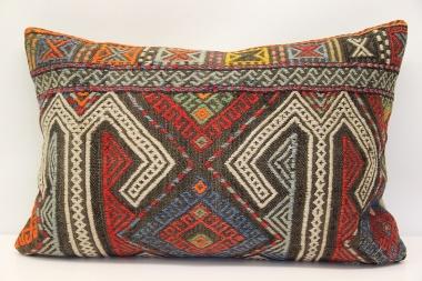 D140 Kilim Pillow Cover