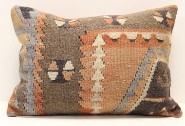 D184 Kilim Pillow Cover
