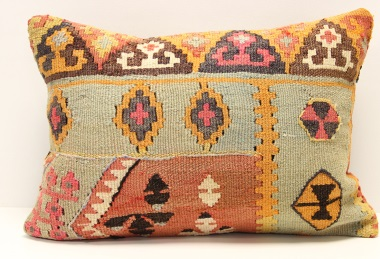 D195 Kilim Pillow Cover