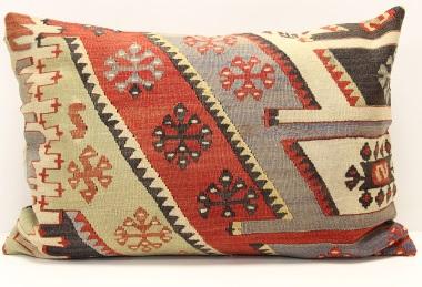 D322 Kilim Pillow Cover