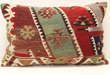 D324 Kilim Pillow Cover
