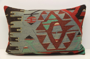 D325 Kilim Pillow Cover
