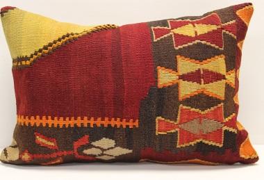 D331 Kilim Pillow Cover