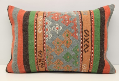 D335 Kilim Pillow Cover