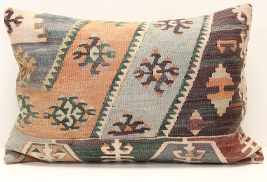 D339 Kilim Pillow Cover