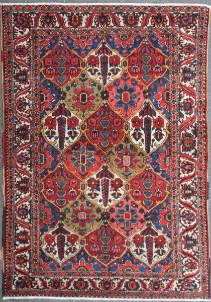 R7438 Persian Bakhtiari carpet
