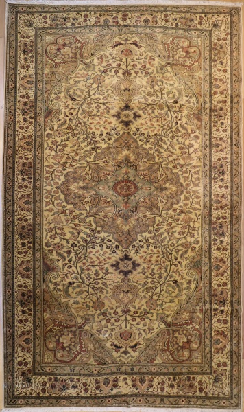 R4106 Persian Carpet