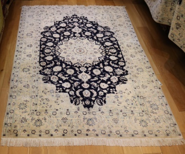 R9031 Persian Silk and wool Nain Carpets