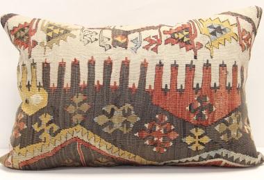 D139 Vintage Kilim Pillow Cover