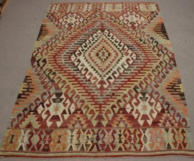 R8739 Vintage Turkish Kilim Rug